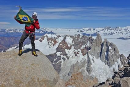 Waldemar Niclevicz no topo do Fitz Roy, 31 de janeiro de 2016, Patagônia, Argentina.